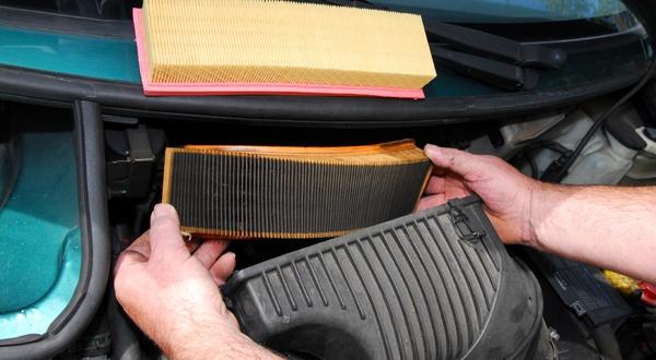 Comment changer le filtre air d une voiture manuel - Comment changer une chambre a air ...